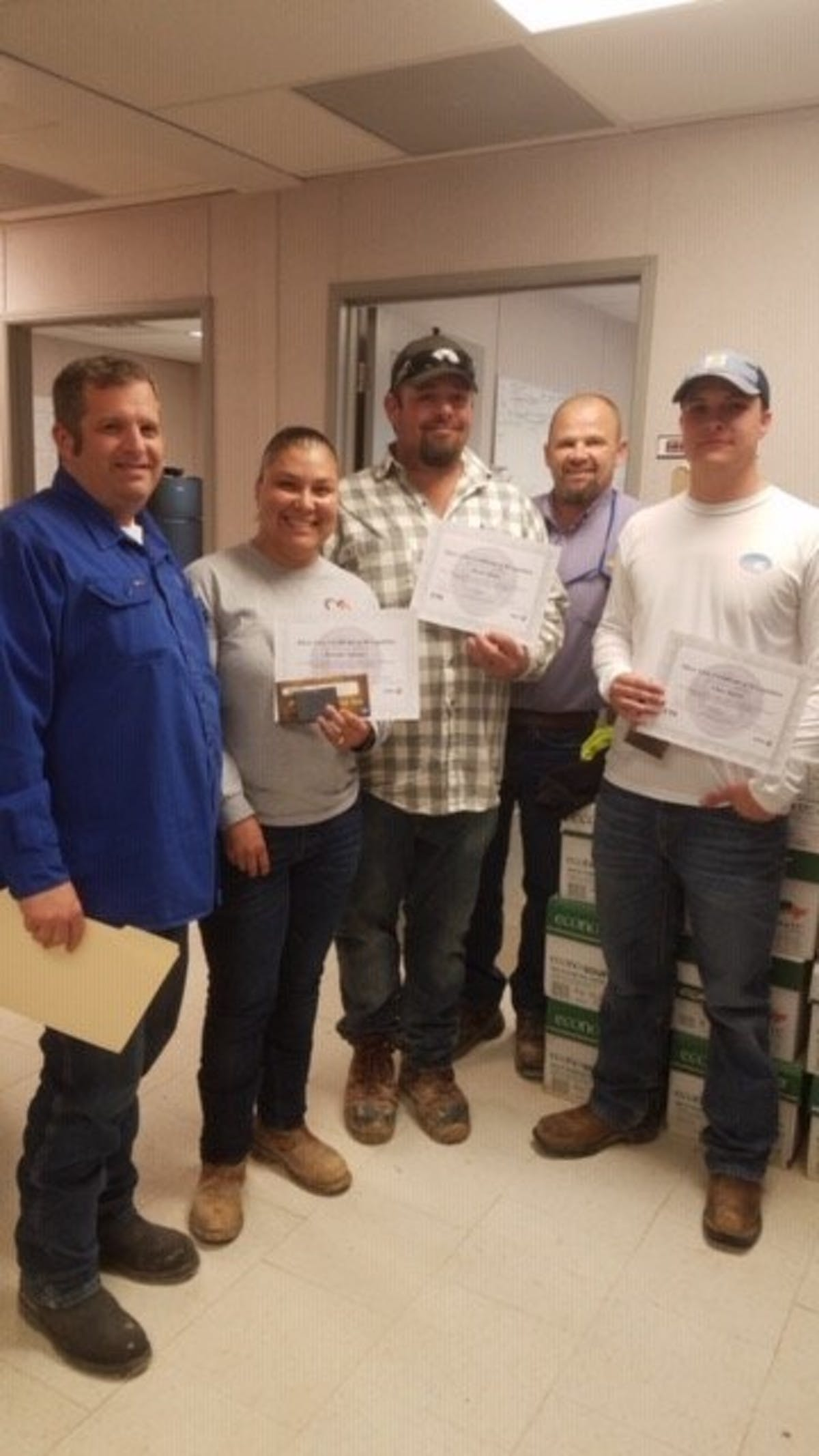 Pictured (l-r) MMR HSE Manager Daryl Henderson, MMR Foreman Brenda Narvaez, MMR Tech David Hicks, Sasol Site Manager Chris Frasier, MMR Tech Chae Burns